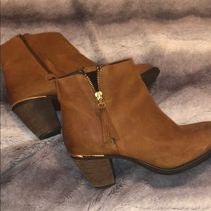 Brown Steve Madden booties size 8